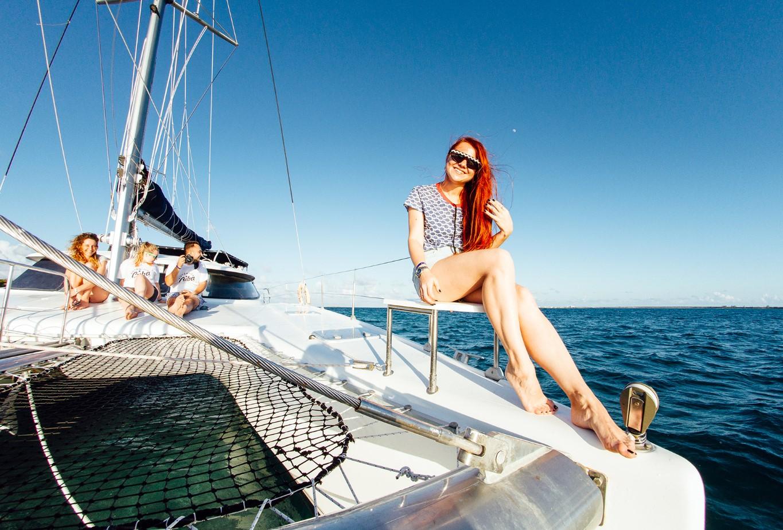 Онлайн длинноногая на яхте — pic 12